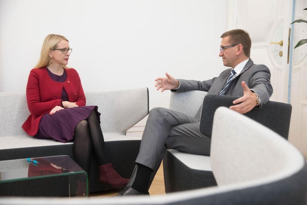 Dr. Margarte Schramböck, Bundesministerin für Digitalisierung und Wirtschaftsstandort mit Wirtschafts-Landesrat Markus Achleitner